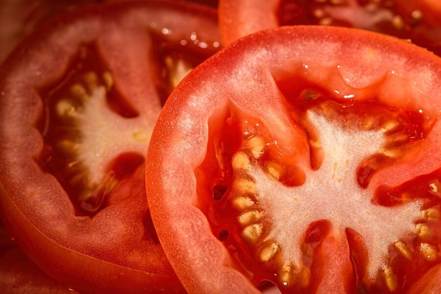 Какой салат из помидоров вкуснее?