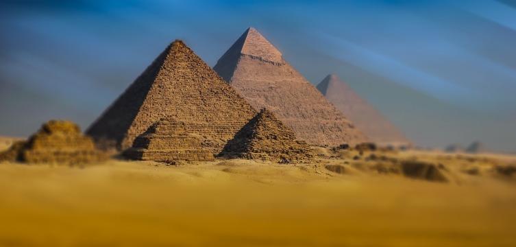 В Древнем Египте электрумом покрывали вершины пирамид