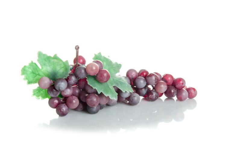 На первый взгляд это виноград, а на деле - муляж