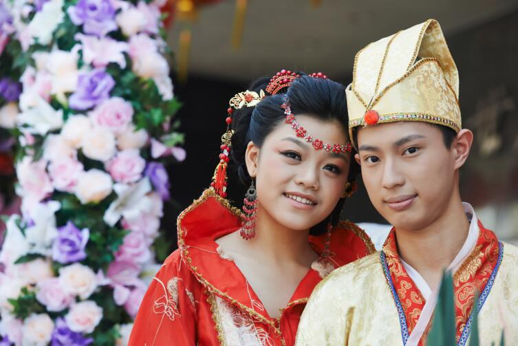 В Китае действует налог на грех. Любишь девушку - женись!