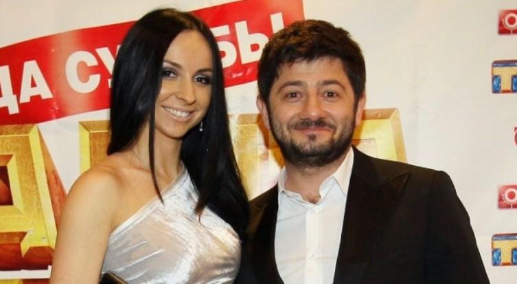 Виктория, жена Михаила Галустяна, немного выше мужа ростом