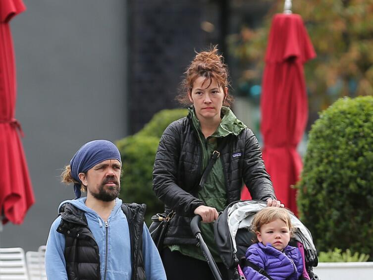 Питер Динклэйдж с супругой и дочерью