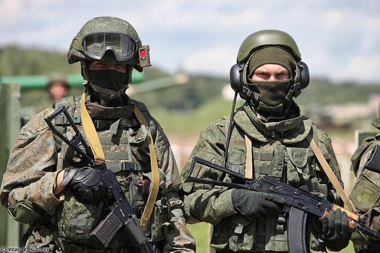 Солдаты 4-й гвардейской танковой дивизии