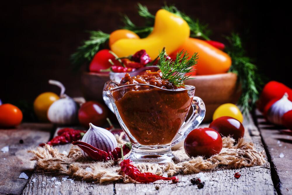 Аджика и Хренодер. Как приготовить «убойный» соус на зиму?
