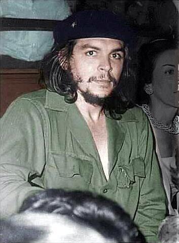 Че Гевара в военной форме оливкового цвета и берете