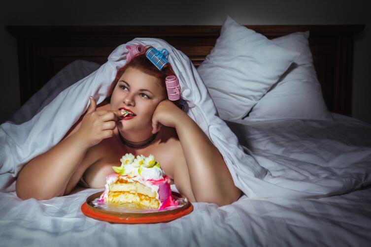 Люди, страдающие булимией, постоянно что-то едят