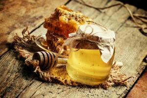 Когда полезный мёд бывает вреден?