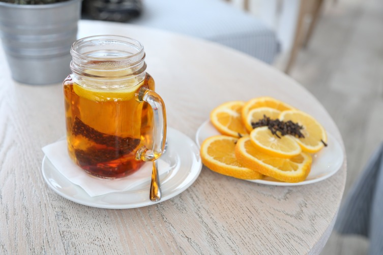 Кафа чай - пикантная смесь из сушеных кореньев, коры и пряностей (корица, имбирь, кардамон и перец)
