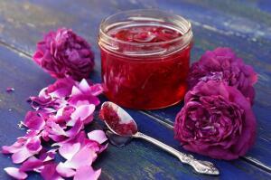 Что такое гюльбешекер, он же - десерт из лепестков роз?
