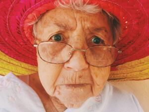 Почему плачет старая тетушка?