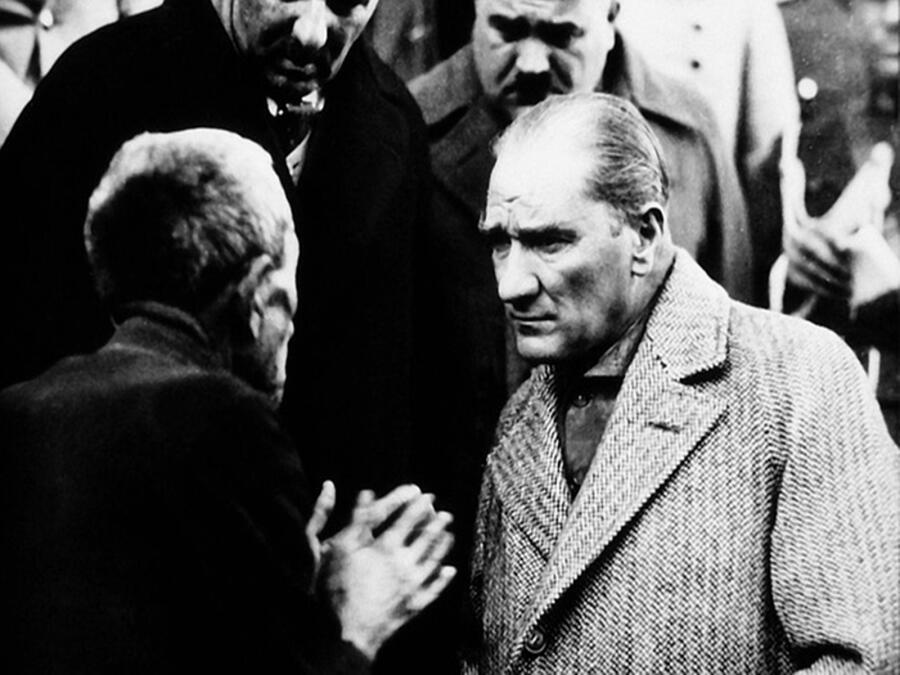 Ататюрк и гражданин