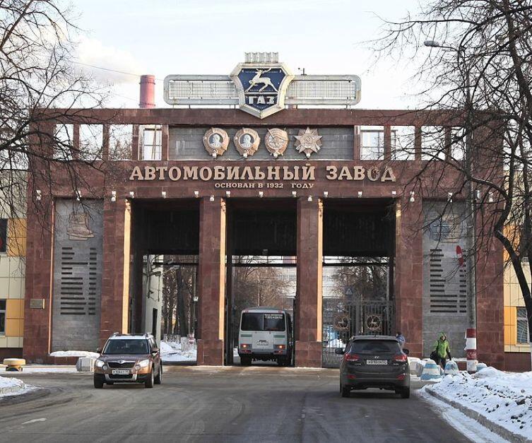 Проходная Горьковского автомобильного завода