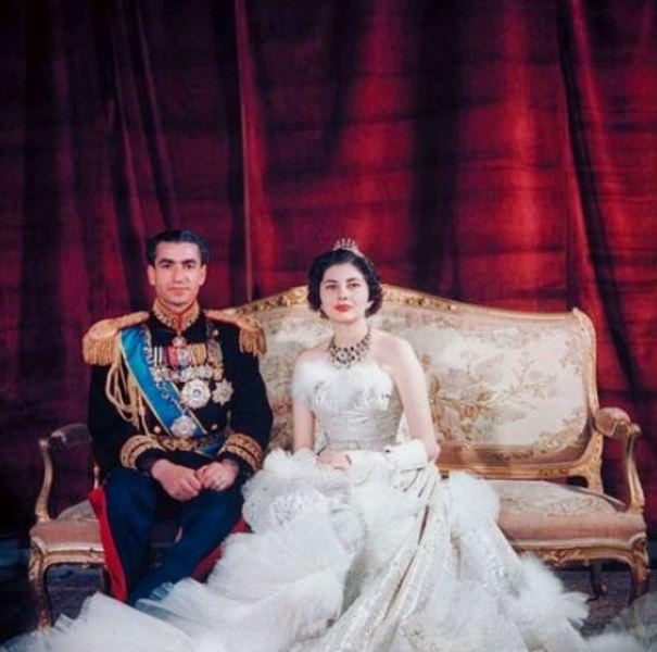 Невеста в свадебном платье от Диора
