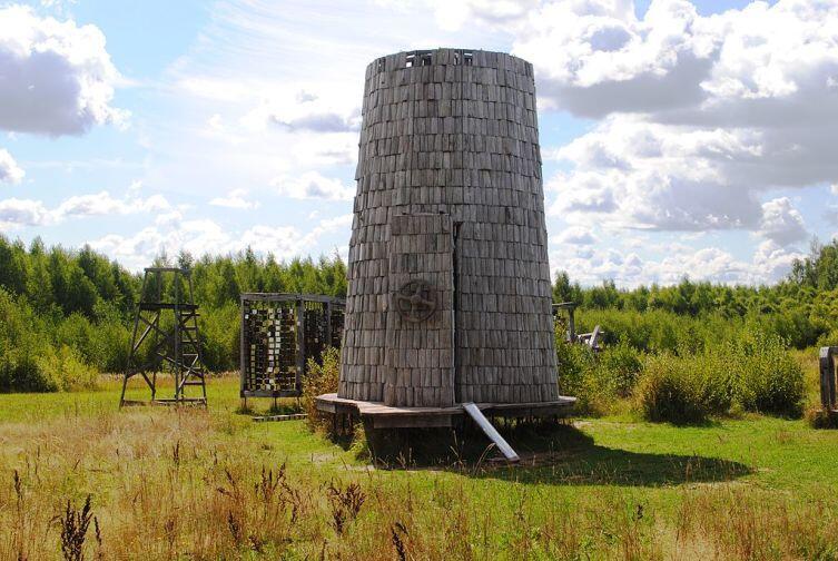 Модель пепелаца в ландшафтной инсталляции парка «Никола-Ленивец»