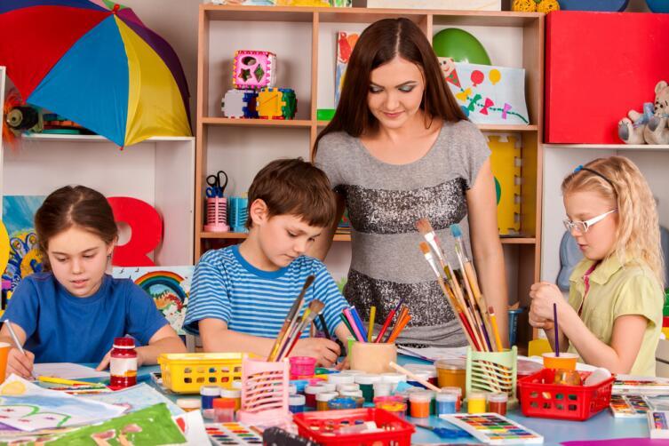 Многое можно определить на подручные материалы для детского творчества