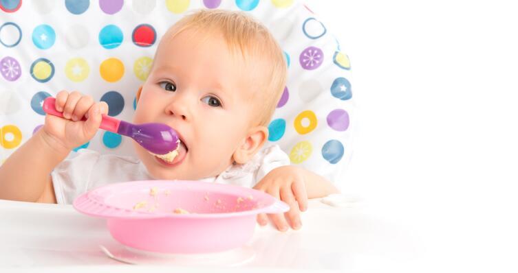 Как научить ребенка есть самостоятельно?