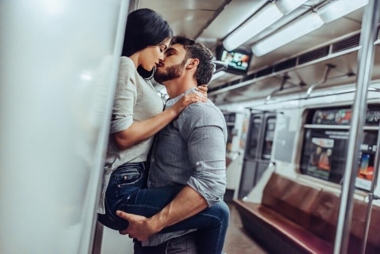Никаких поцелуев в английском метро