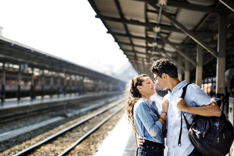 Если вы во Франции, никаких поцелуев на перроне, не задерживайте отправление поезда!