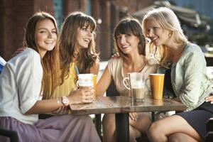 Посвящать ли мужа в отношения с подругами?