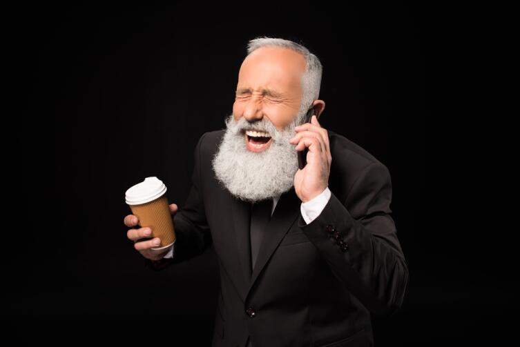 Встречались вам солидные дядечки, ведущие переговоры через громкую связь в общественном месте?