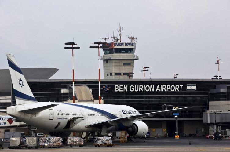 За много лет имя аэропорта становится— можно сказать— нарицательным
