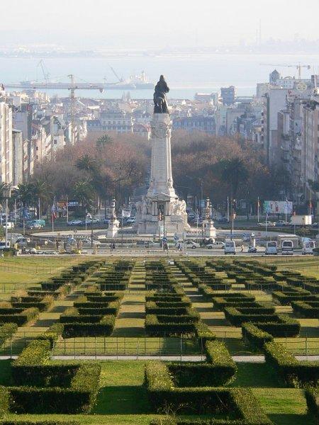 Площадь Помбала и памятник ему в Лиссабоне