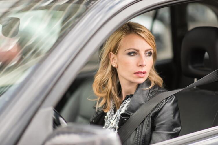 Женщины за рулем не курят, за редким исключением