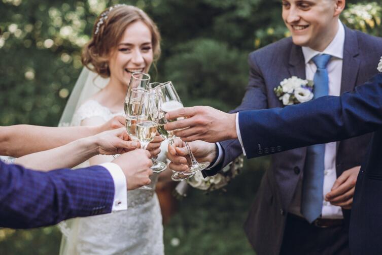 Свадебную речь непременно подготовьте заранее, импровизация может все испортить