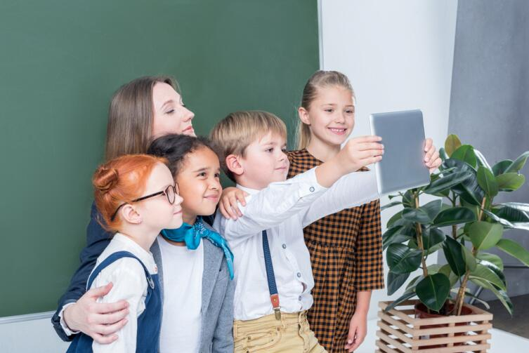Важный пункт - кто будет первым учителем