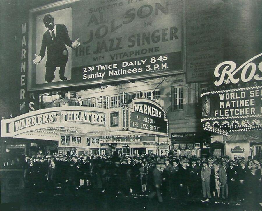 Премьера фильма «Певец джаза» в «Уорнерс Театр» в Нью-Йорке, 6 октября 1927 г.