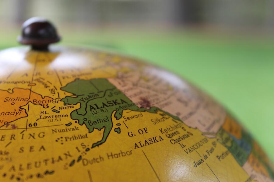 В 1860-е годы никто не называл Аляску иначе, как «Сьюардовский холодильник» или «Джонсоновский зоопарк белых медведей»