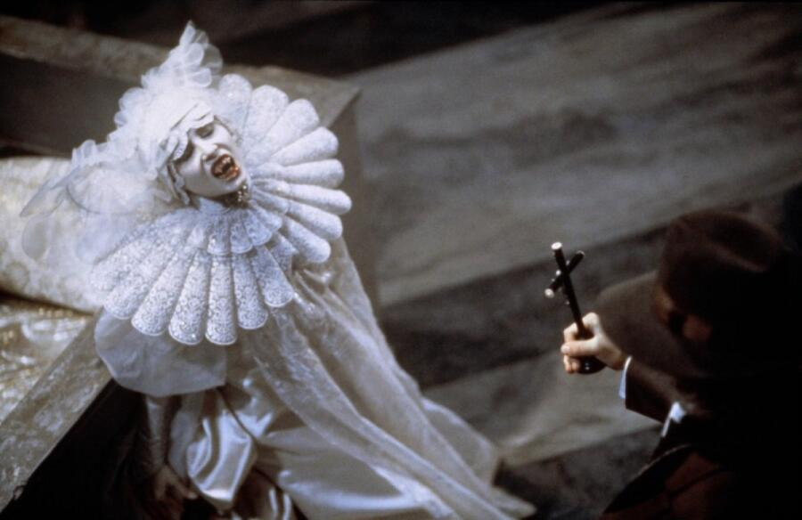 Кадр из фильма «Дракула», 1992 г.