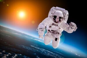 Может ли космонавт спуститься с орбиты в скафандре?