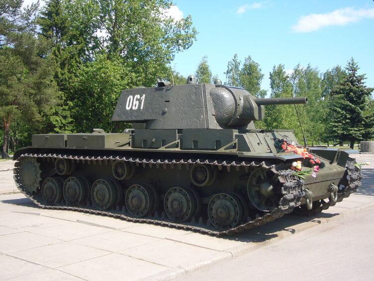 КВ-1 у диорамы «Прорыв блокады Ленинграда»