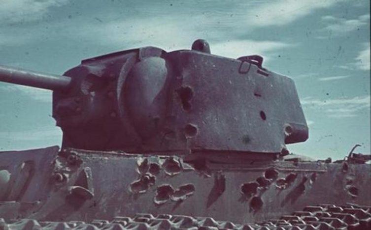 Танк КВ-1 после боя