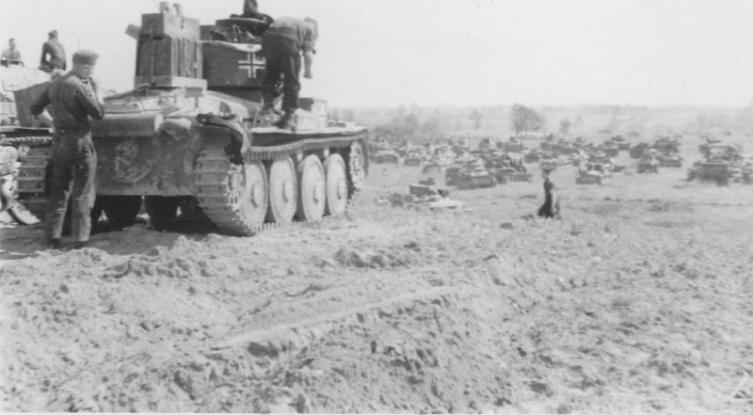 Скопление немецкой бронетехники в Белоруссии. Танк Pz.38(t)