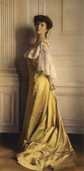 Раскрашенная вручную фотография Алисы Рузвельт-Лонгворт. Цвет Alice Blue здесь отсутствует