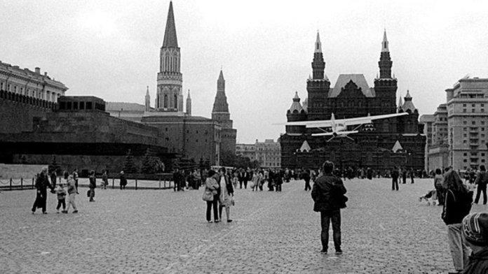 Матиас Руст приземляется на Красной площади