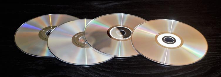 Из компакт-диска получится эффектная маска