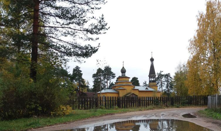 Храм Преподобного Никандра Городноезерского (местночтимого святого, освящен в 2000 г.)