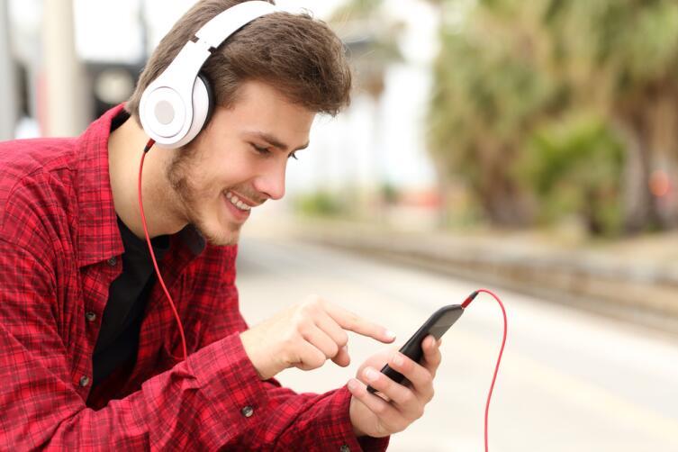 Подумайте о том, что послушать по дороге на работу