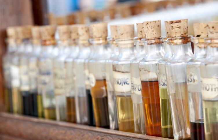 Наиболее значимое место в духах занимают эфирные масла