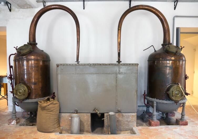 Дистиллятор на французской парфюмерной фабрике в г. Грасе