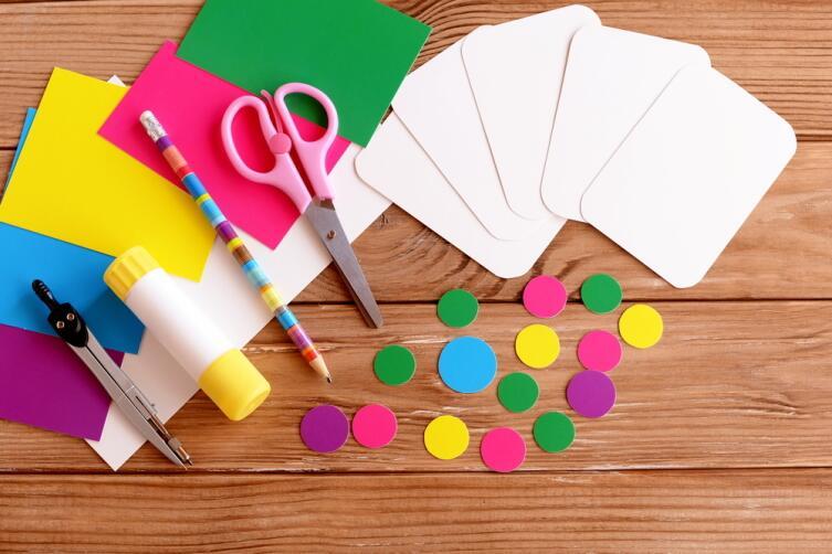 Подготовьте визуальный материал - карточки со словарными словами