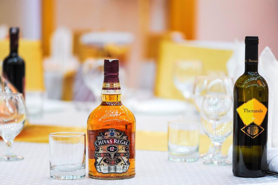 История алкогольных напитков. Когда появились коньяк, виски и водка?