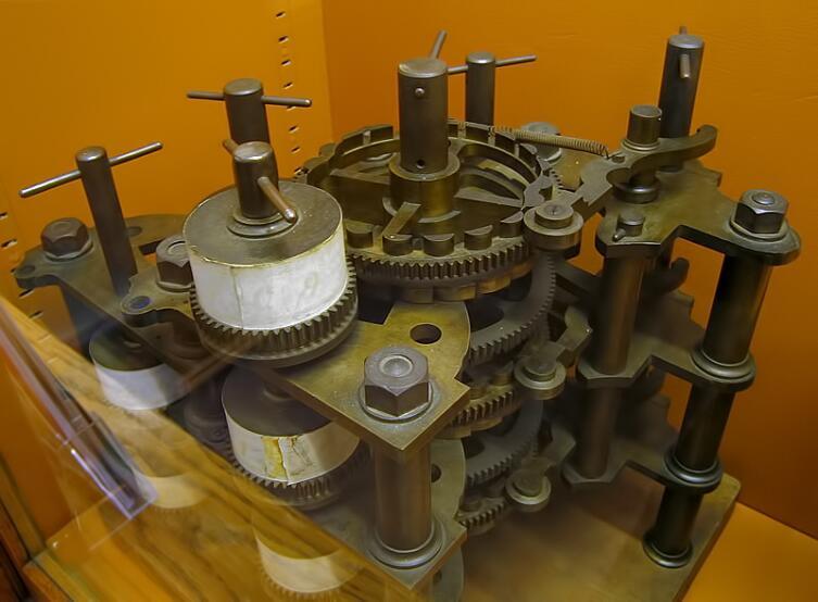 Часть разностной машины Чарльза Бэббиджа, собранная после смерти учёного его сыном из деталей, найденных в лаборатории отца