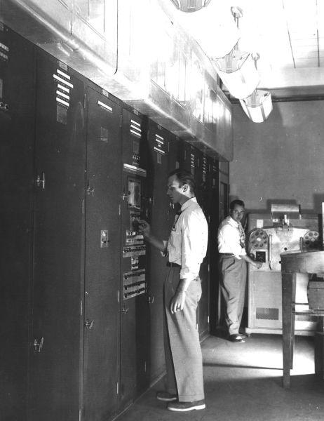 EDVAC, установленный в здании 328 Лаборатории баллистических исследований