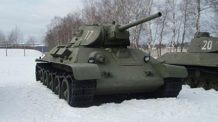 Т-34 1941 года выпуска в Бронетанковом музее в Кубинке