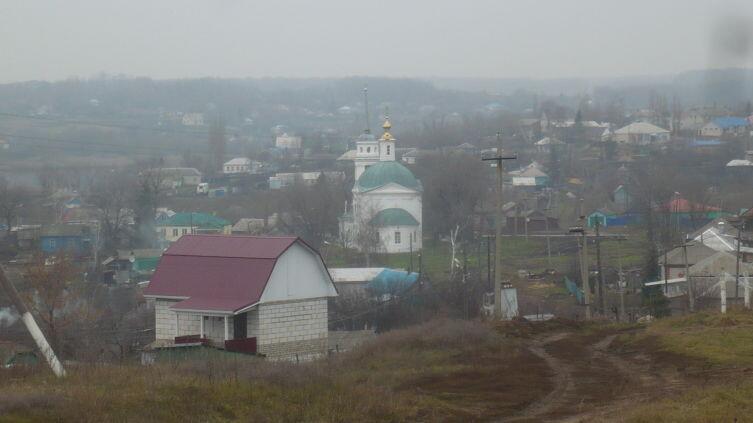 Землянск. Впереди — Никольский храм 1794 года постройки
