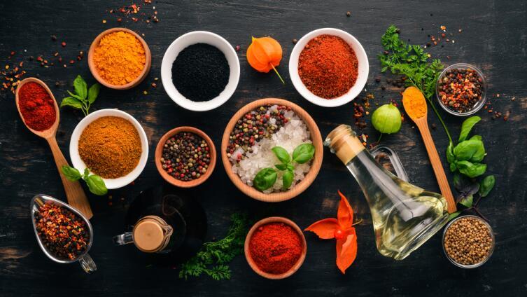 Увеличивайте использование приправ и специй при приготовлении пищи